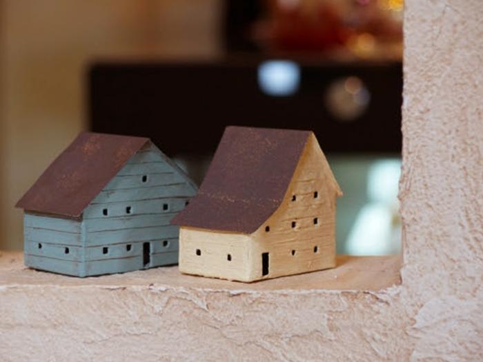木製の家のおもちゃ